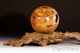 tourneur sur bois limousin, sphère en loupe d'orme