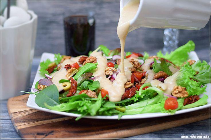En vegansk ceasardressing -full av protein och nyttigheter och ingen olja behövs! Nyttig, men fortfarande krämig och läskande god. Det blir väl inte mycket bättre än så? Jag gjorde ingen klassisk…