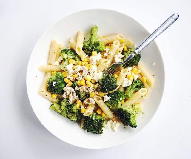 Макароны, спагетти, фетучини — у этих всеми любимых простых и сытных блюд есть вполне достойные альтернативы, которые не оставят чувства тяжести после еды и лишних сантиметров на талии. Вкусные макаро