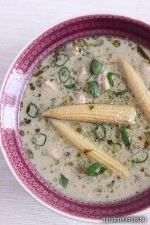 Thai csirkeleves kókusszal és illatos fűszerekkel: tápláló és 30 perc alatt kész! Gluténmentes, tejmentes recept.