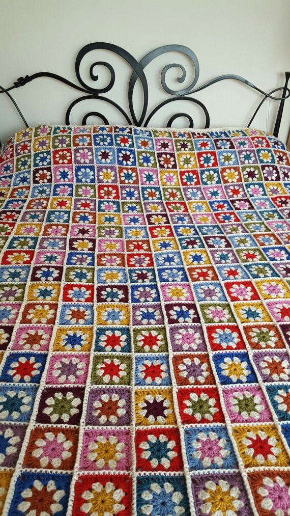 Hey, I found this really awesome Etsy listing at https://www.etsy.com/listing/457748048/granny-squares-daisy-blanket-afghan-sofa