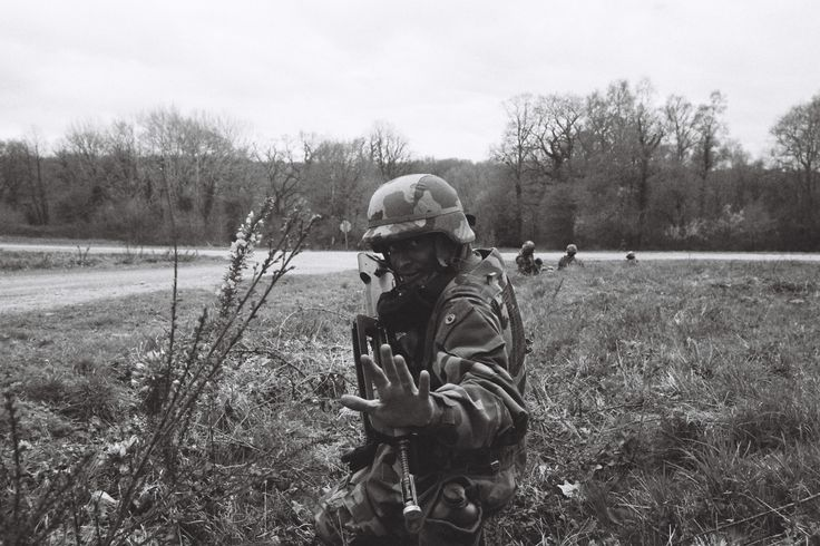During a training, a platoon leader is giving some guidelines before ordering the crossing of road | Credit: Ryan Burton | Spec: Asahi Pentax K-1000, SMC Pentax-M 28mn 1:2,8, f=16, 1/1000 ISO: 400, HP5+ film