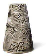 Axel Salto: Konisk formet vase af stentøj. Modelleret med hvedestrå i relief og dekoreret med grå glasur med grønne elementer. Udført på Carl Haliers værksted. H. 38.