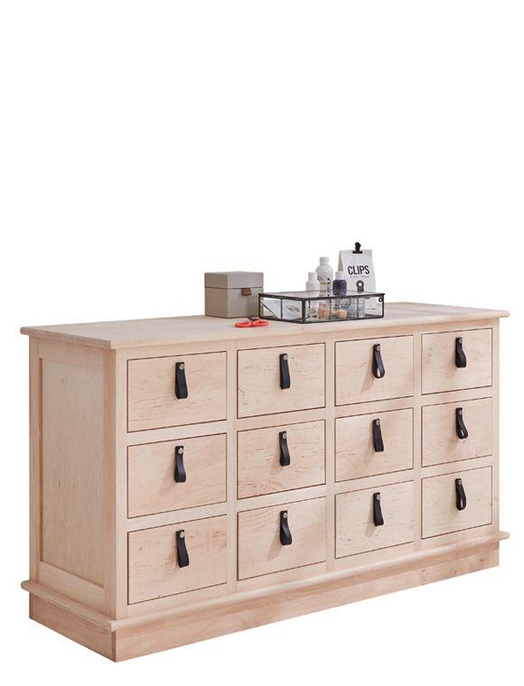 Wählen Sie bei der Kommode mit 12 Holzschubladen Ihre Wunschoberfläche: weiß lackiert, gewachst oder unbehandelt aus. Natürlich bei car-Moebel.de!