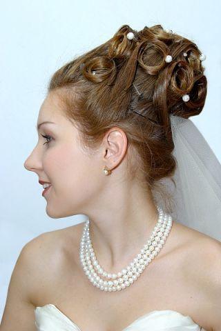 High bridal bun with pearls and veil #hot #sexy #hairstyles #hairstyle #hair #long #short #medium #buns #bun #updo #braids #bang #greek #braided #blon...