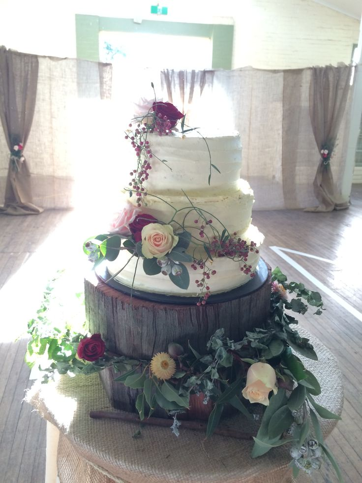 Rustic wedding cake for a friend's country wedding by Little Pudding
