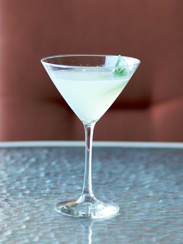 Light, refreshing, and crisp, a traditional basil gimlet clocks in at 215 calories, but when made with shochu (like in our basil gimlet recipe), it doesn't even hit the 100-calorie mark. Best of all, a basil gimlet feels light going down — the combination of basil and lime gives the cocktail a nice clean taste that isn't heavy at all.