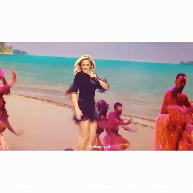 """VAIANA """"Ich bin bereit"""" Helene Fischer   Die Helene Fischer Show 2016 Love it !!✨@celii_naaa #helenefischer #helenefischershow #helenefischershow2016 #star #titelsong #disney #vaiana #disneyvaiana #powerfrau #zdf #tvaufzeichnung #helenefischerverzaubert #helenisiert #2016 ✨"""