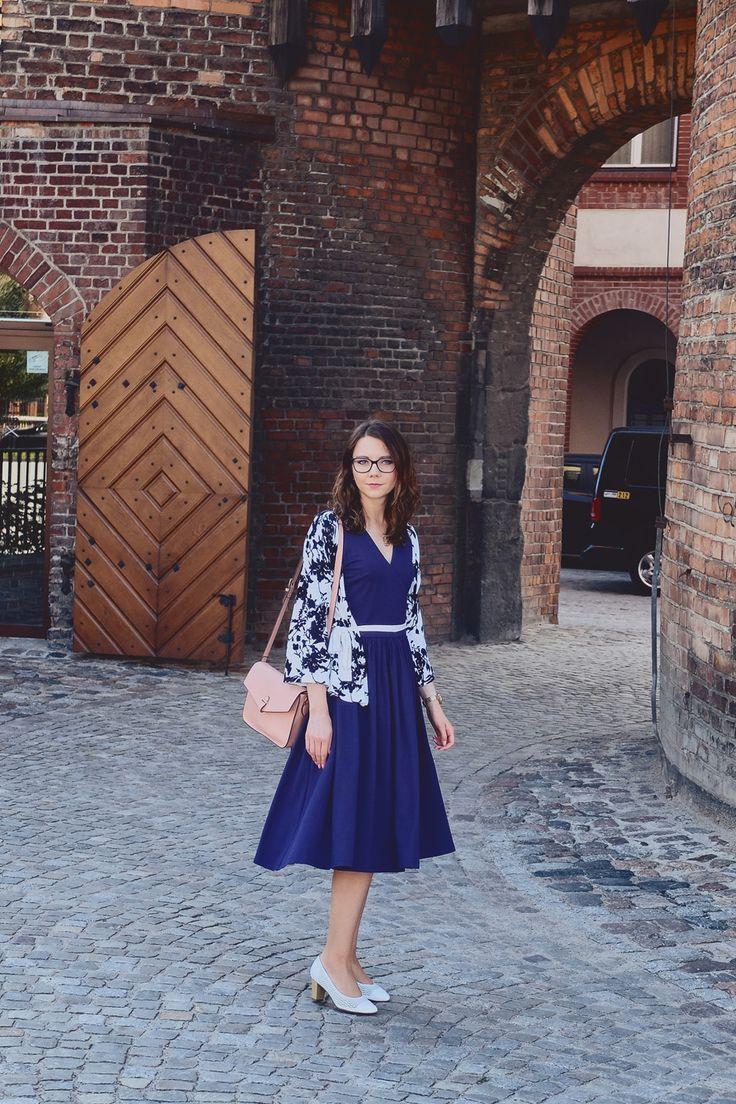 Lata 50 po mojemu, czyli rozkloszowana sukienka, ażurowe buty i wzorzysty sweterek   Innooka