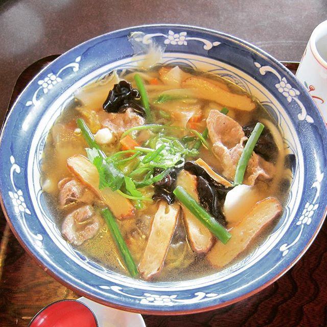むぎの里の具沢山のちゃんぽんうどん。スープがラーメン用みたいな鶏ダシなのでうどんダシより食べごたえがあります。もりかず MoriKazu @kiga3bon Instagram photos | Websta