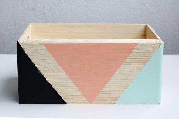 Boîte de rangement en bois avec poignées par HappyLittleFolksShop