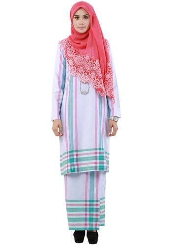 Tun Teja from Hijrah Couture in Pink - High quality cotton- Perfect tailor made- Cutting Kurung Modern- Printed batik motive ... #bajukurung #bajukurungmoden
