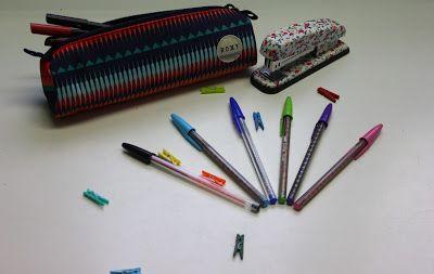 Material escolar: grapadora, estuche, bolis bic decorados