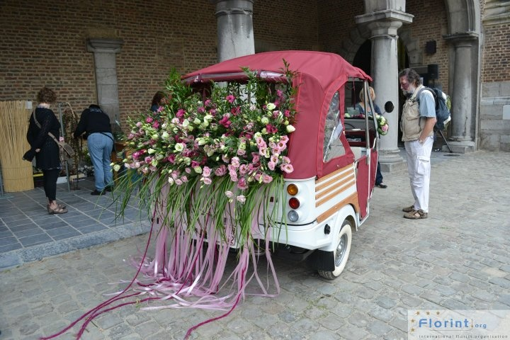 Florint: FleurAmour - Outside the Castle