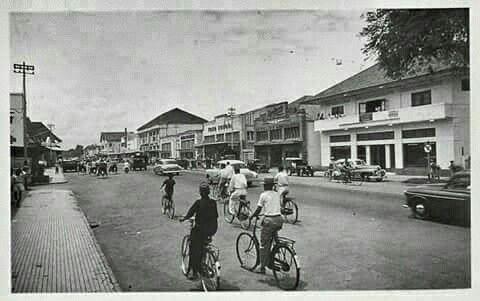 De Bodjongweg te Semarang circa 1950.
