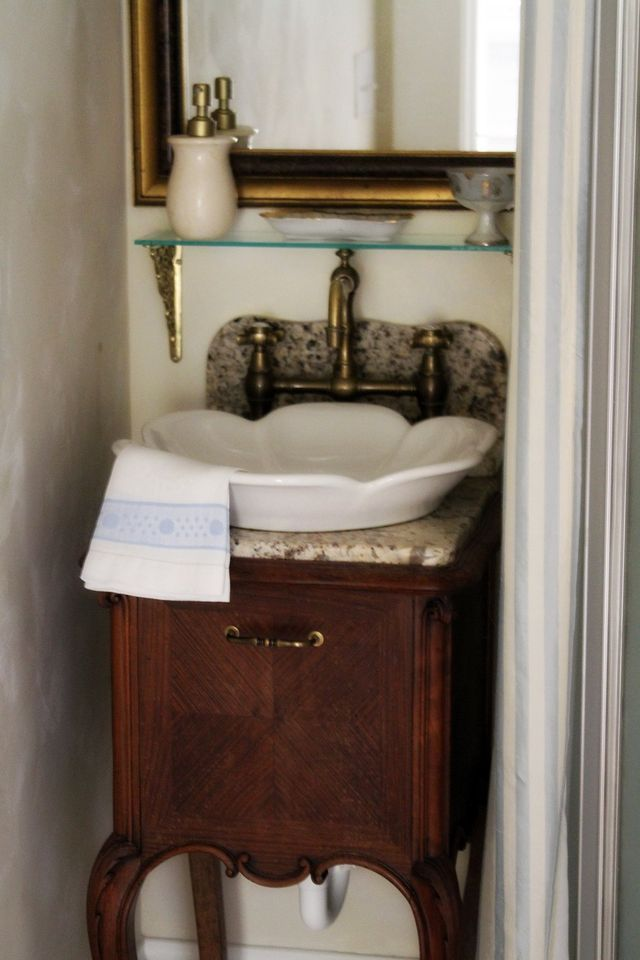 lovely sink for a tiny powder room chic
