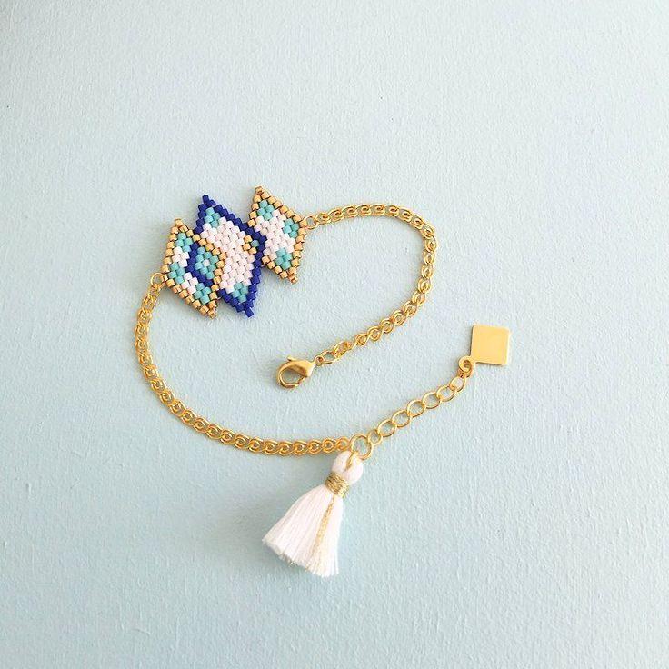 Le produit Bracelet motif losanges enlacés tissé en perles de verre est vendu par My-French-Touch dans notre boutique Tictail.  Tictail vous permet de créer gratuitement en ligne une boutique de toute beauté sur tictail.com