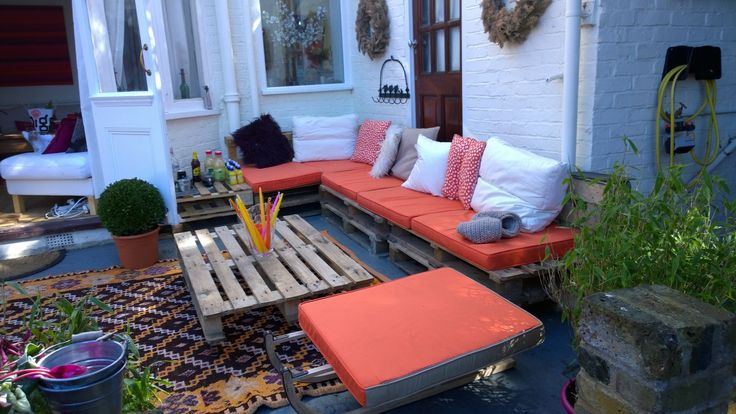 Garden lounge made out of pallets