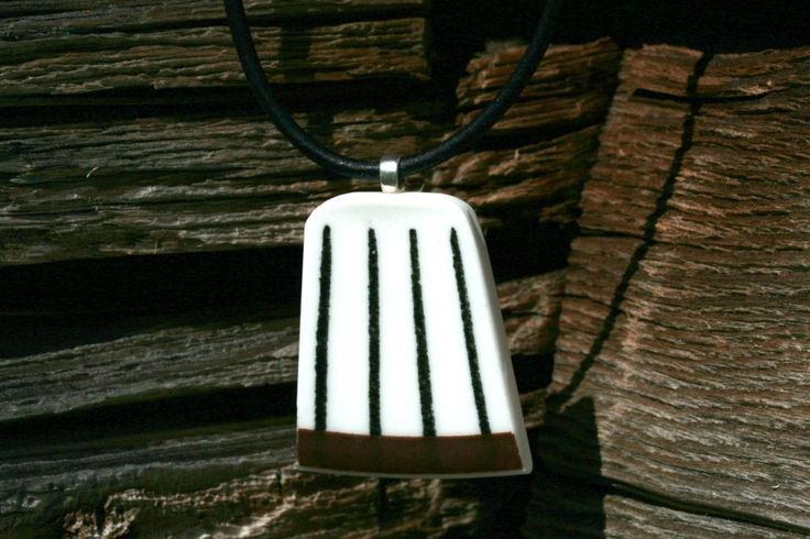 Halsband av vintage porslin (Spisa ribb, Stig Lindberg)