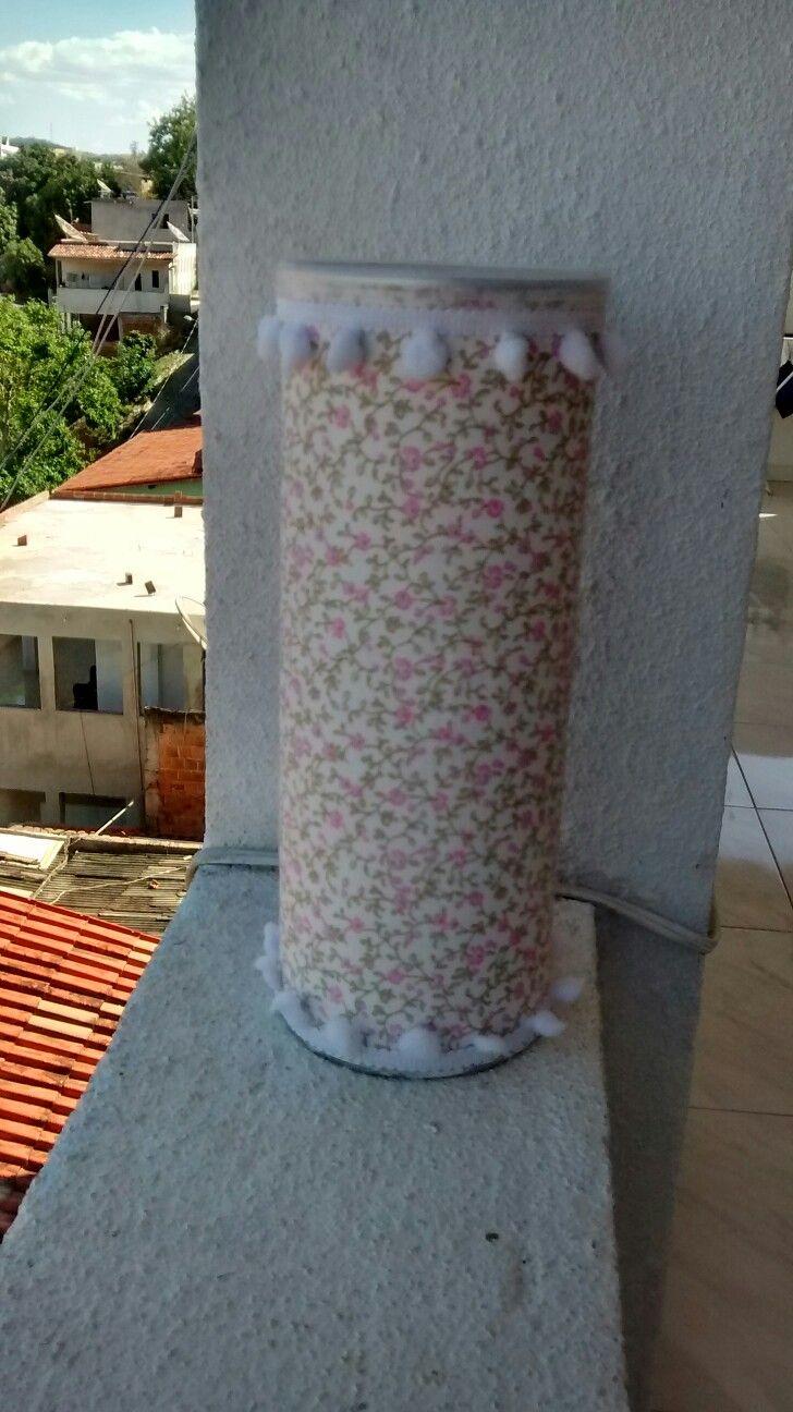 Lata de Pringles revestida de tecido