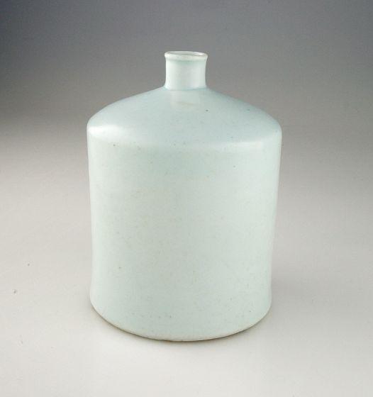 Korean  ,  18th century  Chosôn dynasty, 1392-1910  Creation Place: Korea  Chosôn white ware: porcelain with light blue glaze. From the kilns at Punwôn-ri, Kwangju-gun, Kyônggi province.