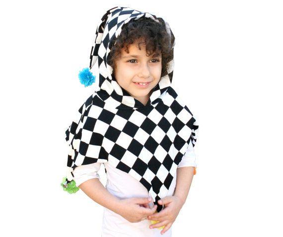 De meest schattige kostuum voor peuters!  Gemaakt van 100% katoen.   Dubbele kant - je kunt het dragen beide zijde (binnenzijde is zwarte en witte strepen)  Gemakkelijk te dragen  Goed voor jongens en meisjes  één grootte - 2 jaar oud tot en met 6 jaar oud  voorzien van 4 handgemaakte pompom (groen, blauw, geel en roze) en 2 kleine klokken-.