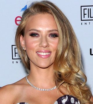 Scarlett Johansson's Purple Smoky Eye is as Hot as It Gets - Daily Makeover