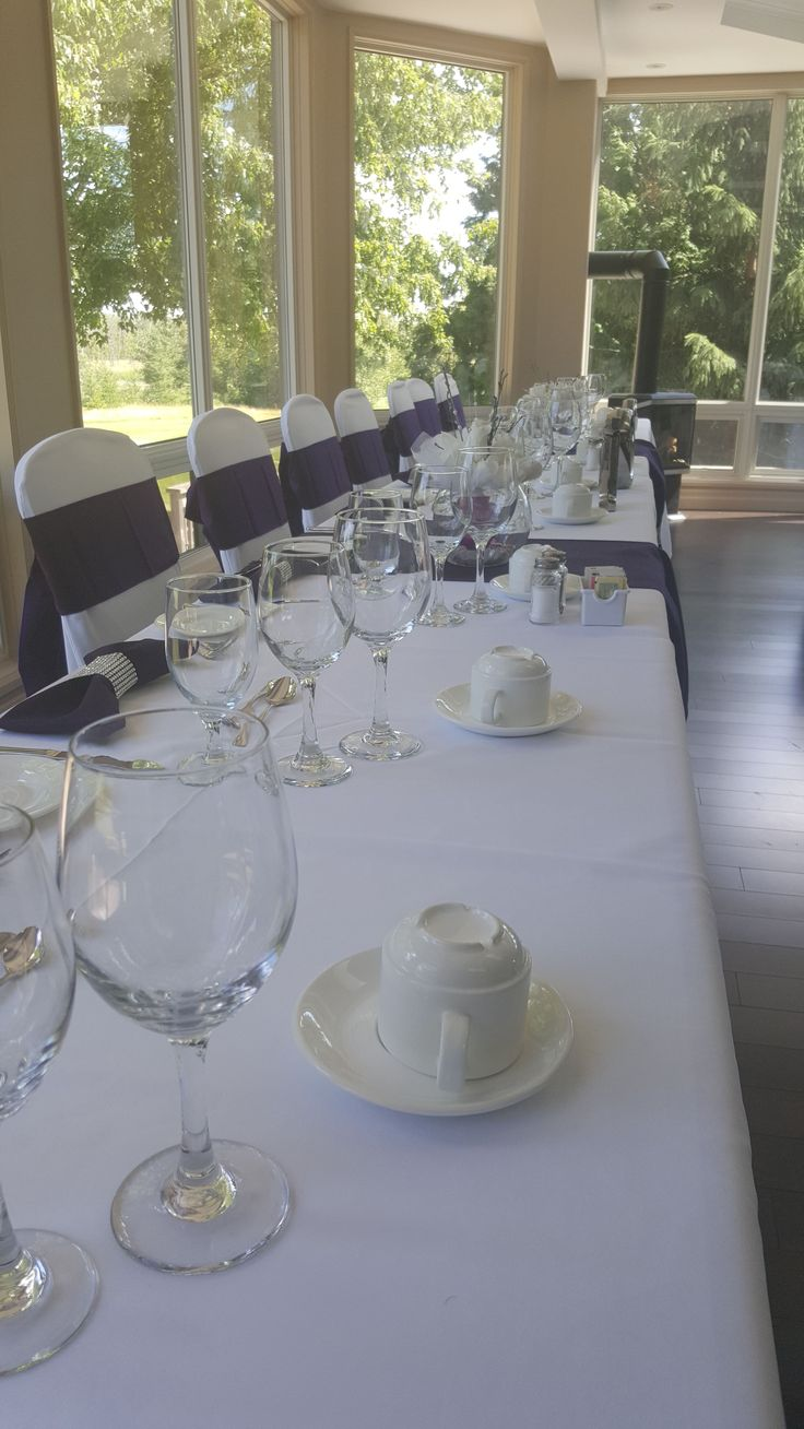 Head table to a summer wedding looking out the the 10th green.