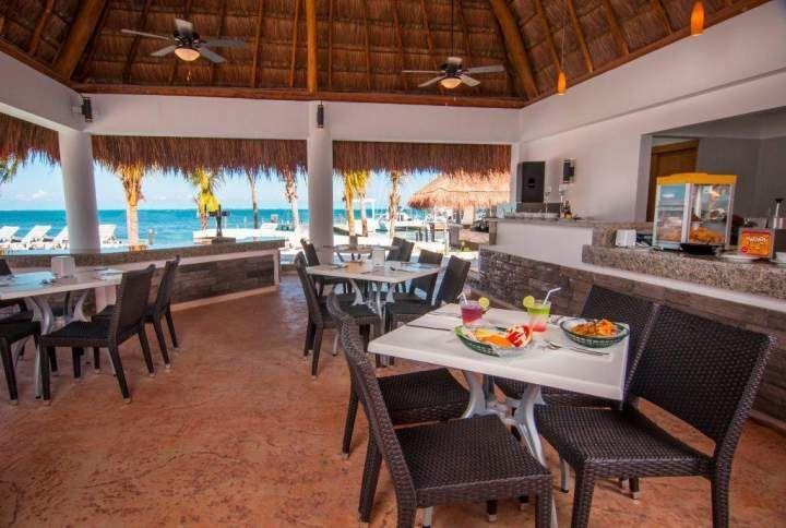 8. Cancún Bay Resort, un hotel pequeño pero con una playa hermosa y tranquila para los niños, además sus servicios e instalaciones cumplen con las expectativas de un hotel de 4 estrellas.