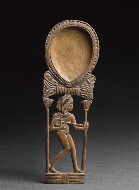 Cuillers à fard ornée d'une jeune fille jouant du luth. Période : nouvel empire (vers 1550-1069 av J.-C.). Lieu de découverte : Egypte (origine). Paris, musée du Louvre