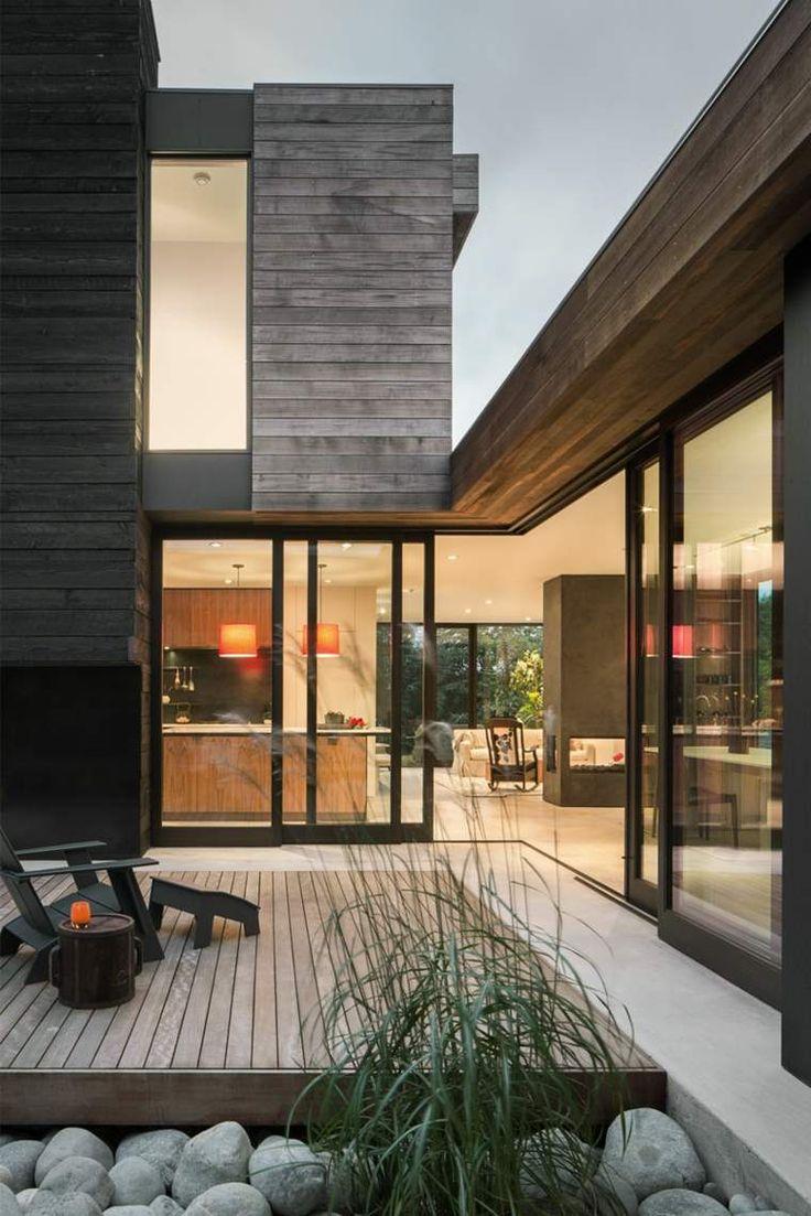 Une cour intérieure faisant partie de cette maison extremely moderne à Seattle