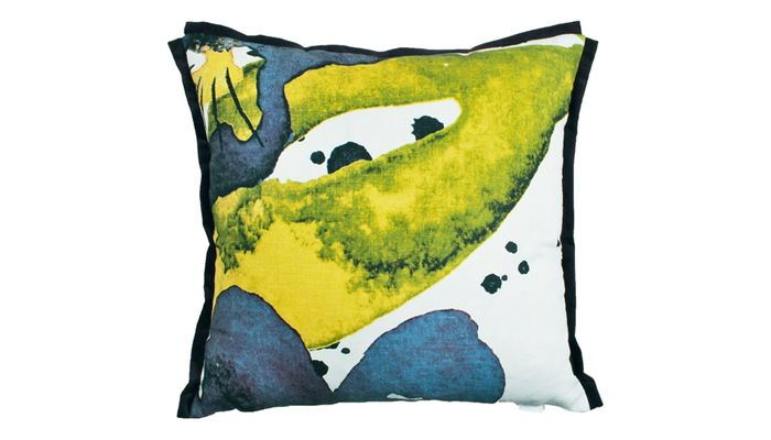 Styvmorsvil pillow case för Mairo. Designed by Linda Svensson Edevint.