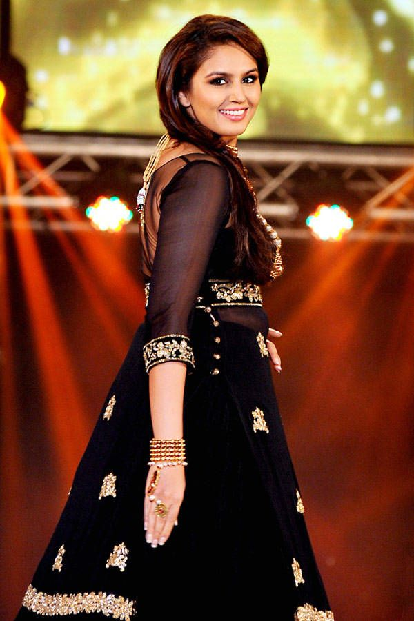 The lovely Huma Qureshi is all smiles as she walks the ramp during a fashion show at 1st Bullion and Jewellery award, held in Mumbai, on October 5, 2013.