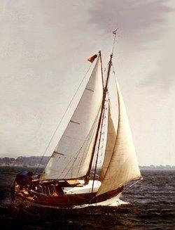sailing_boat_wooden.jpg