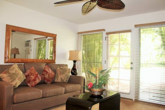 Where to stay in Maui. Aina Nalu Resort with Coconut Condos in Lahaina, Hawaii.