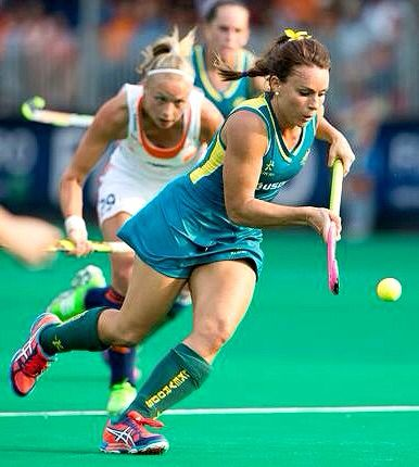 Georgie Parker in action against Holland. Field hockey game,field hockey moment.  Photo credit by: Grant Treeby / Treeby Images. We Love Field Hockey❤️