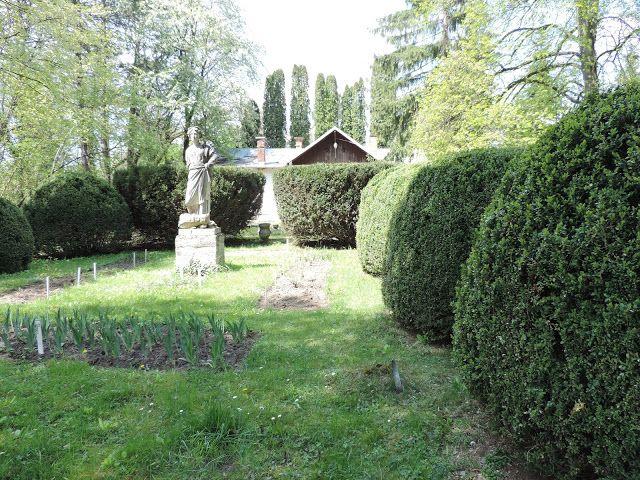 (un)intentional contemporary art in Transylvania: The reconstruction of an ancient Roman garden