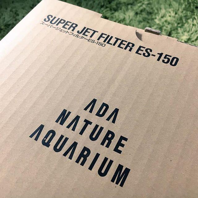 【hatarium0110】さんのInstagramをピンしています。 《まさかのバイト先の店長もアクアリストで、沢山入ってくれてありがとうの意味でADAのスーパージェットフィルターをくれました((((;゚Д゚))))))) アクアリウムショップの店長さんさんから頂いたテトラのフィルターは何かあった時ように備えておきます😌✨ これだけフィルターをくれるという事はフィルターが1番大事なんですかね🕵️🔍 NA準備がほぼ出来て来ました!! あとは、バケツとかブラシとかのアイテムだけですかね😚  #natureaquarium#aquaplants#aquascape#ネイチャーアクアリウム#アクアリウム#水草水槽#水草#ADA#アクアデザインアマノ》