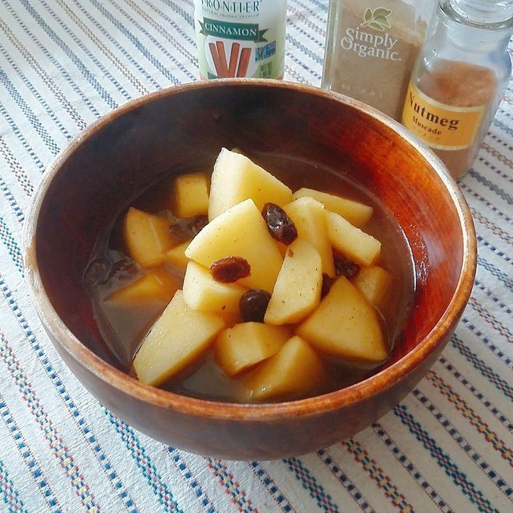 アーユルヴェーダの定番おやつ♡りんご煮 アーユルヴェーダのヘルシースイーツ。10分以内で出来てしまいます。大人も子供も大好きな、りんごのスパイス煮でほっこり! #林檎 #りんご #りんご煮 #スパイス #スパイス煮 #アーユルヴェーダ #ギー