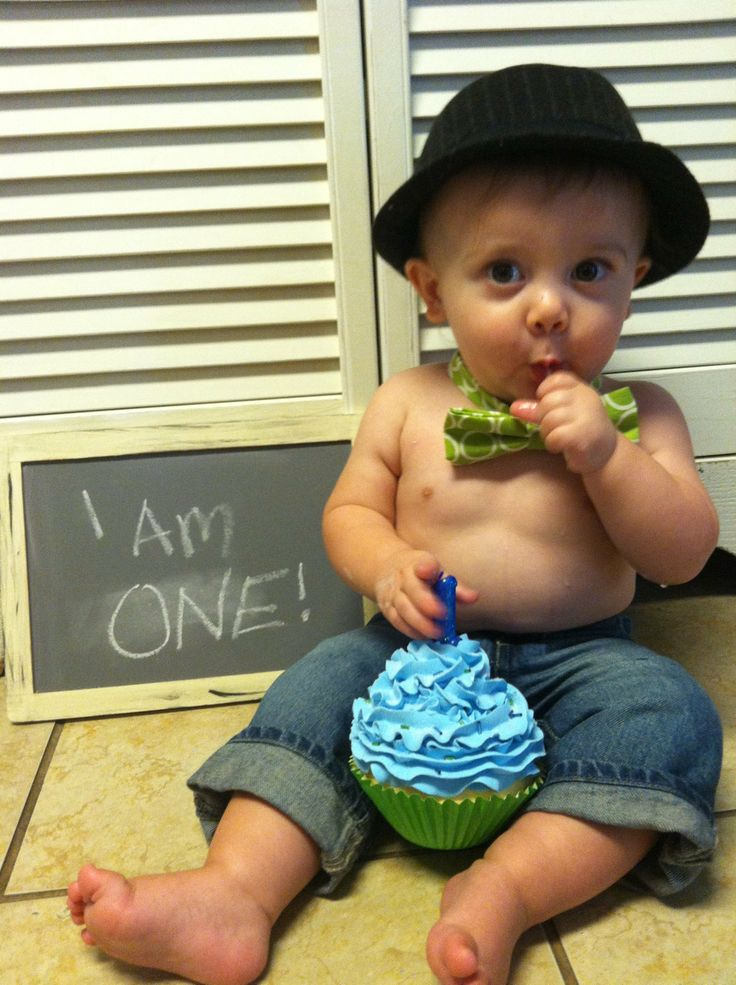 Picture idea for 1st birthday - too cute