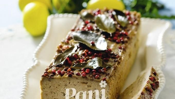 Pasztet drobiowy z pieczarkami - przepis na wielkanocną potrawę, idealną na świąteczne śniadanie. Sprawdź pyszny przepis!