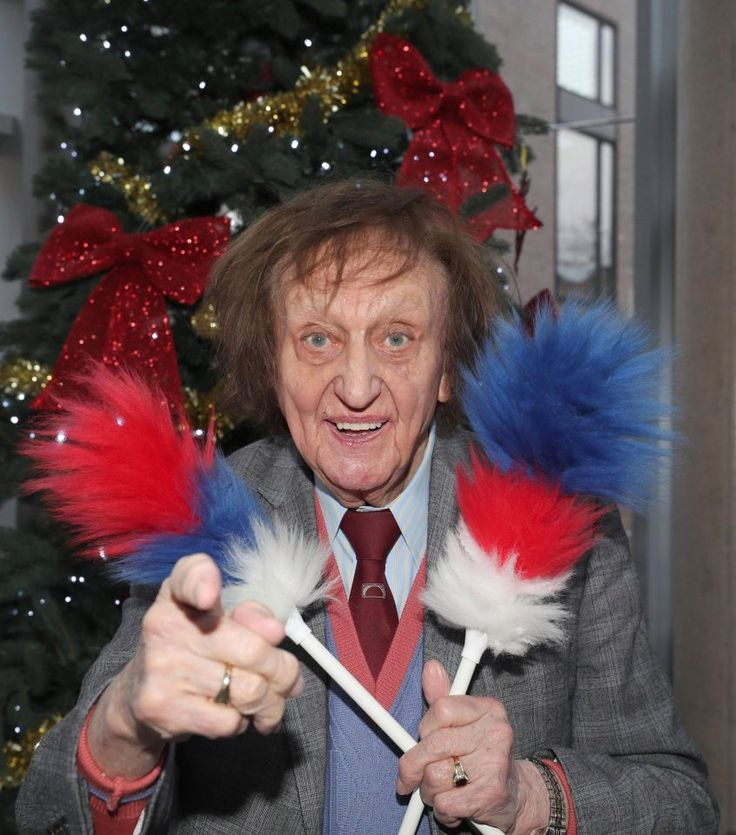 Ken Dodd jokes with fans about knighthood asking: Can you still go down the chip shop when youre a Sir?