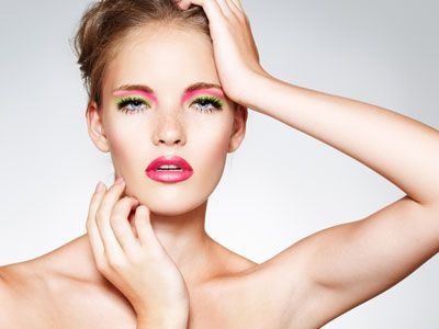 Il make up di San Valentino - Iper romantico e alla moda il trucco sui toni della natura. Ombretti verdi che sfumano nel rosa, e labbra di un tono molto femminile. Per chi vuole dare un'immagine di sè molto dolce, senza rinunciare ad un tocco fashion
