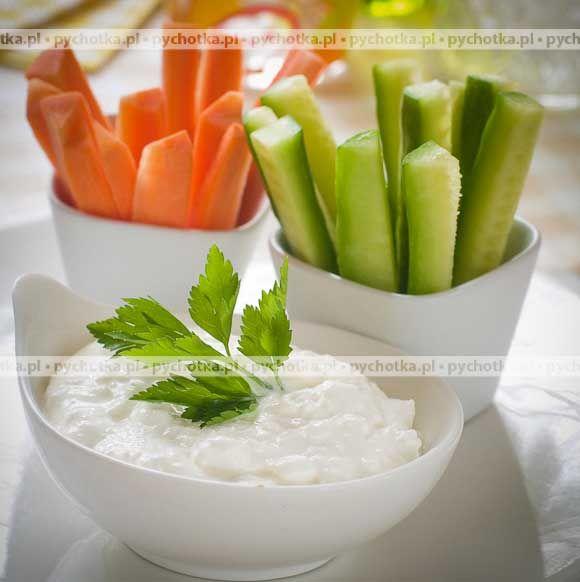Pyszne sosy na rodzinne spotkania.Dip serowy do warzyw z a grilla. Konieczne składniki: oliwa, ser pleśniowy, ocet winny.