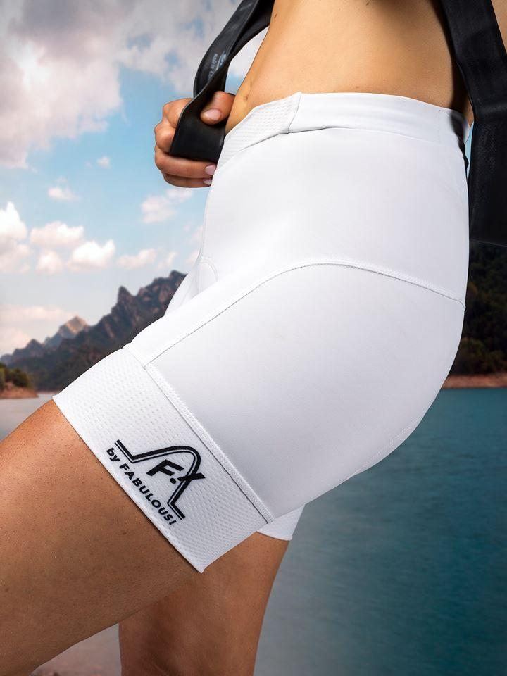 Trendy hotpants voor fietsende dames. de favoriete korte fietsbroek van elke vrouw die comfort, draaggemak en een mooie uitstraling wil.