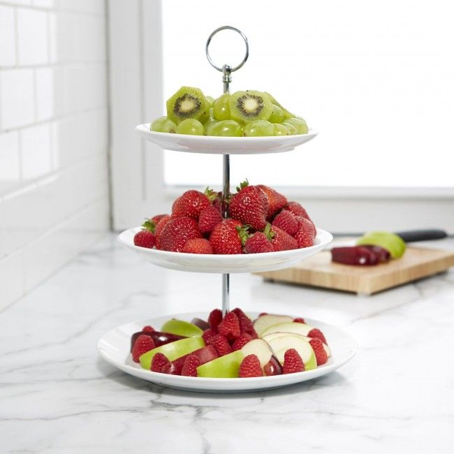 Perfect for appetizers, desserts or other delicious treats. The Circo 3-Tier Serve Platter is a stylish way to tempt your guests. The simplicity of the white porcelain plates elegantly displays your food and suits any decor.