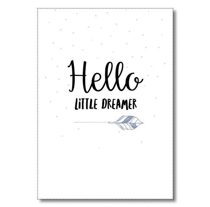 Kaart Hello little dreamer Ansichtkaart met quote Hello little dreamer. De kaart is geprint op dik kaartpapier met ruwe matte uitstraling.  Op de achterzijde is ruimte voor een adres en een persoonlijke boodschap. Leuk om te versturen, maar ook om op te hangen in een lijstje of met tape aan de muur!