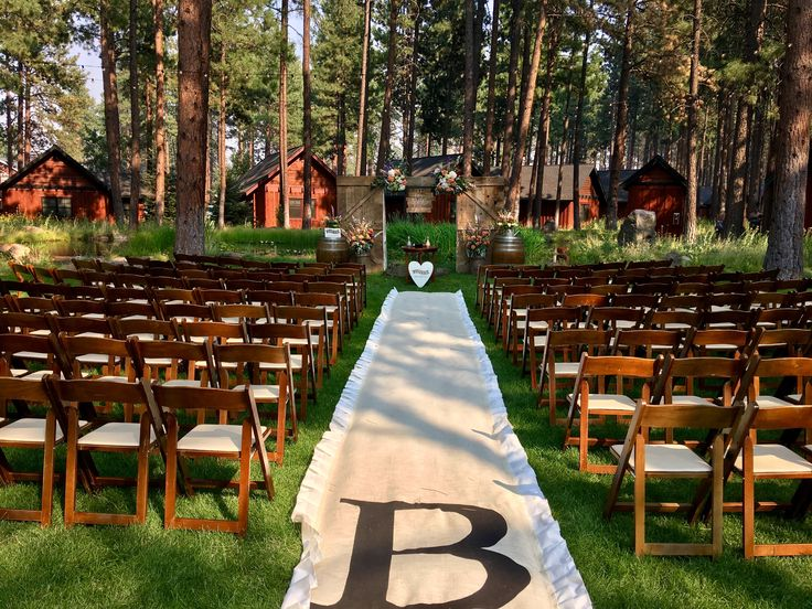 Summer wedding at FivePine Lodge. Outdoor wedding ceremony. Central Oregon.