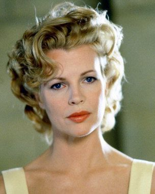Marilyn waves on Kim Basinger in LA Confidential