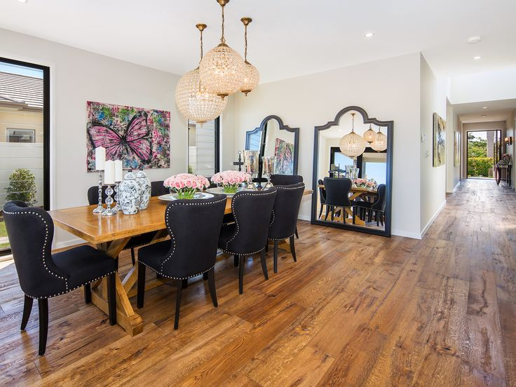 Villa on the Green - Dining room - 2306 Vardon Lane, Sanctuary Cove, Queensland. Luxury holiday home for exclusive escapes. #holidays #luxuryhomes #holidayhomes #queenslandholiday #luxuryescapes #getaway